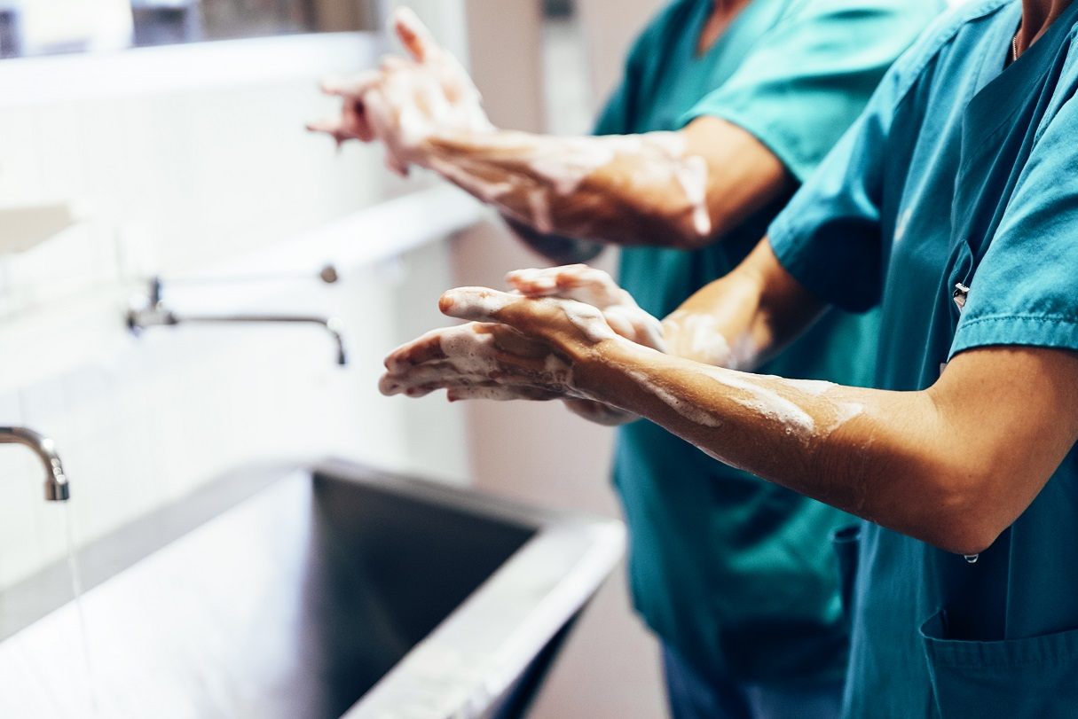 Photo of surgeons washing their hands as they battle burnout